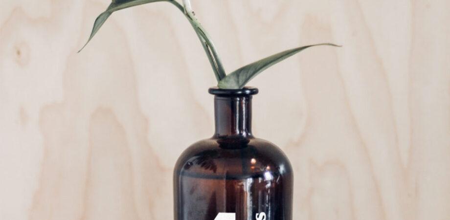 Free Vase Bottle Mockup (PSD)