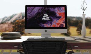 Free iMac on Desk Mockup (PSD)