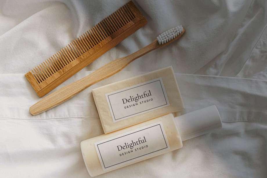 Free Free Shampoo & Soap Mockup