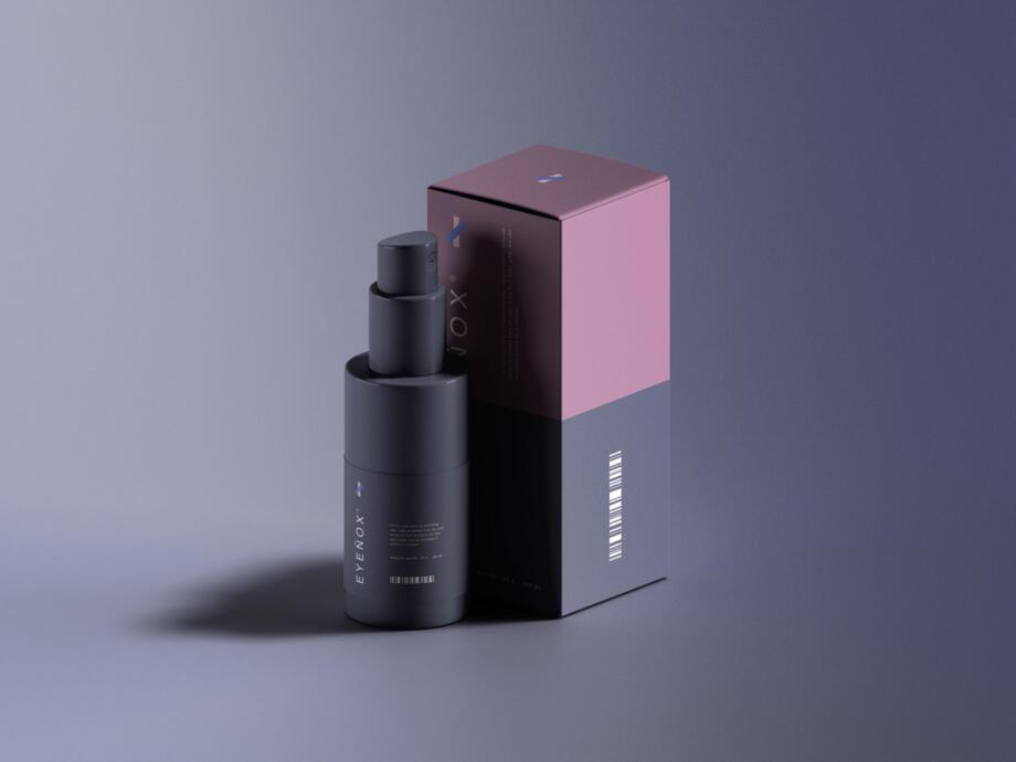 Free Mini Spray Bottle Packaging Mockup PSD Template