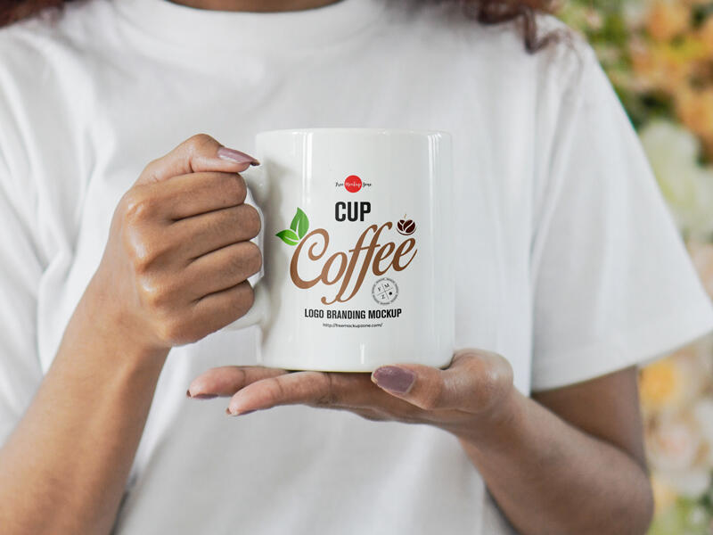 Free Girl Holding Coffee Cup For Logo Branding Mockup PSD