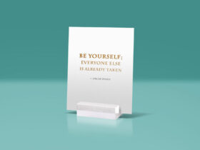 Free Glass Stand Display Quote Mockup PSD Template