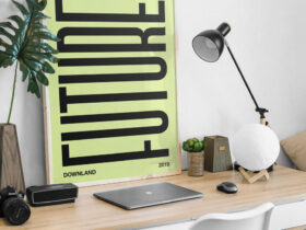 Free Picture Frame on Desk Mockup PSD Template